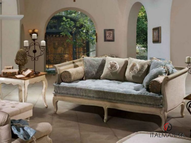 Фото 1 - Мягкая мебель Giulian фабрики Treci Salotti (производство Италия) в классическом стиле из массива дерева