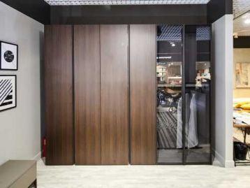 Шкаф Metropolis со стеклянными дверями Tomasella