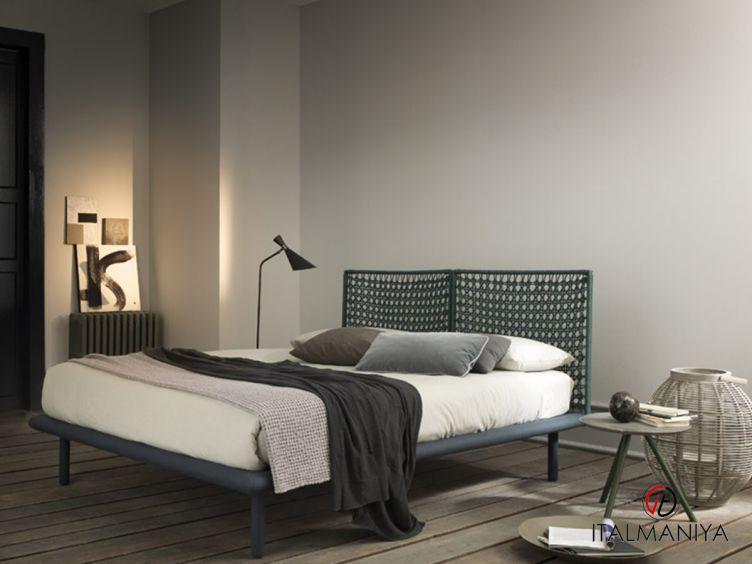 Фото 1 - Кровать Sailor фабрики Bolzan Letti (производство Италия) в современном стиле из массива дерева