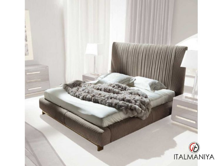 Фото 1 - Кровать Infinity фабрики Giorgio Collection (производство Италия) в современном стиле из массива дерева