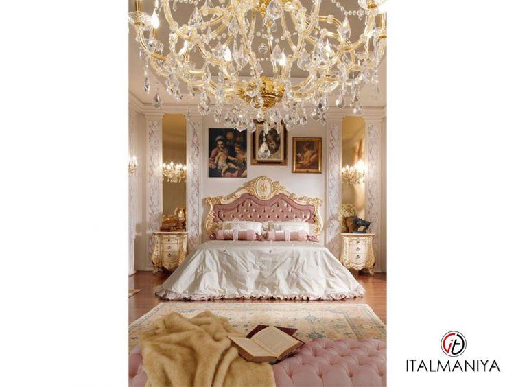 Фото 1 - Кровать Firenze фабрики Barnini Oseo (производство Италия) в стиле барокко из массива дерева