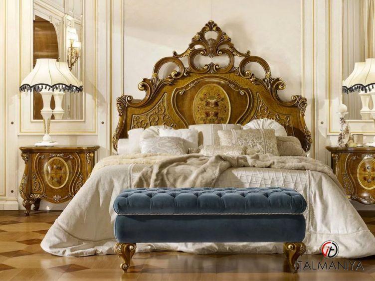 Фото 1 - Кровать Le Rose фабрики Grilli (производство Италия) в стиле барокко из массива дерева
