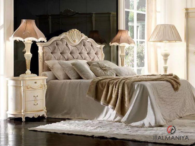 Фото 1 - Кровать Trevi фабрики Grilli (производство Италия) в классическом стиле из массива дерева