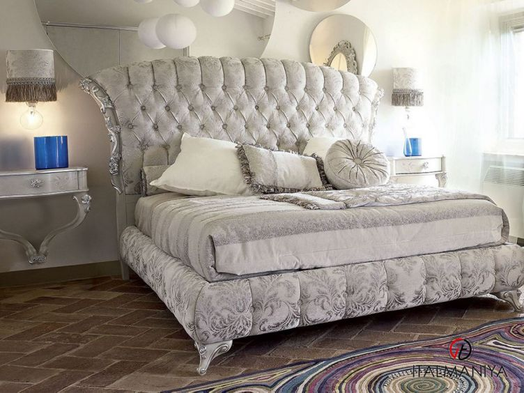 Фото 1 - Кровать Narciso фабрики Volpi (производство Италия) в классическом стиле из массива дерева