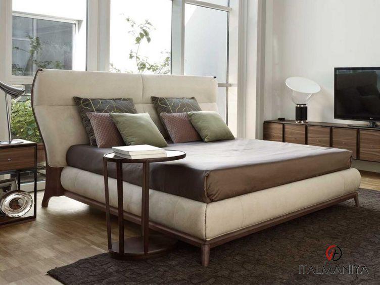 Фото 1 - Кровать Sabrina фабрики Volpi (производство Италия) в классическом стиле из массива дерева