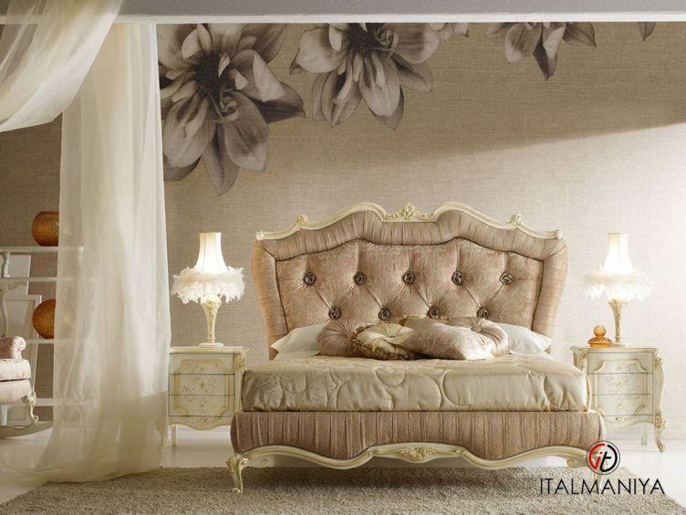 Фото 1 - Кровать Signoria фабрики Volpi (производство Италия) в классическом стиле из массива дерева