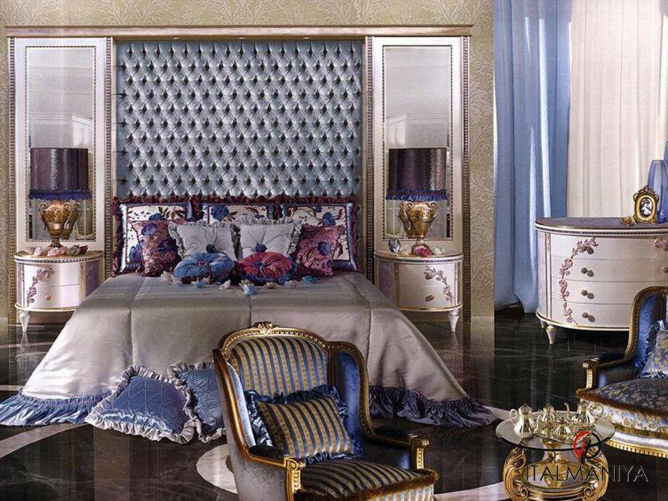 Фото 1 - Спальня Horizon due capitonne фабрики Caspani Tino (производство Италия) в классическом стиле из массива дерева