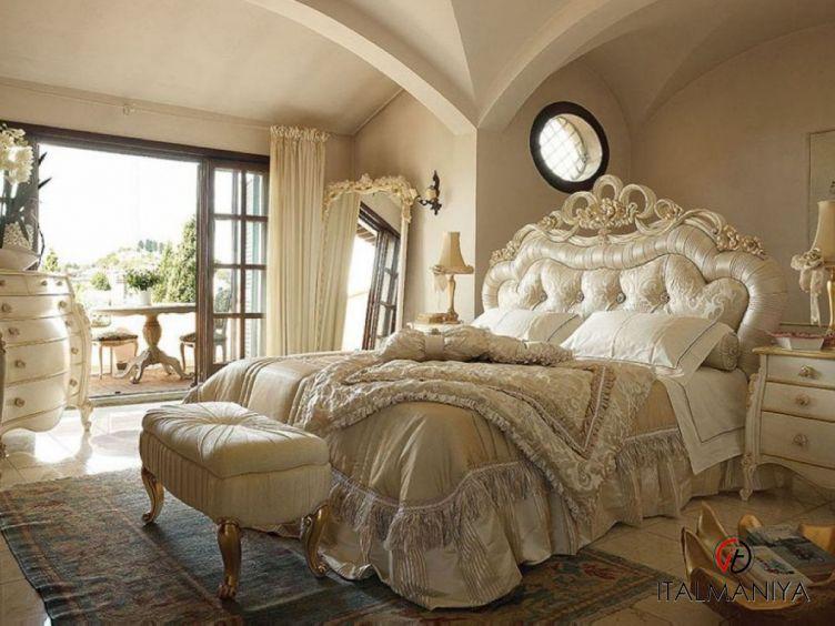 Фото 1 - Спальня Adele 56 фабрики Volpi (производство Италия) в классическом стиле из массива дерева