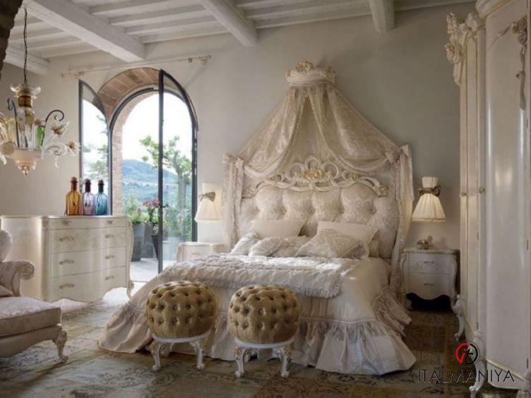 Фото 1 - Спальня Adele 57 фабрики Volpi (производство Италия) в классическом стиле из массива дерева