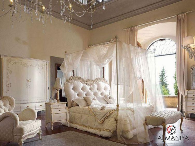 Фото 1 - Спальня Olga 48 фабрики Volpi (производство Италия) в классическом стиле из массива дерева