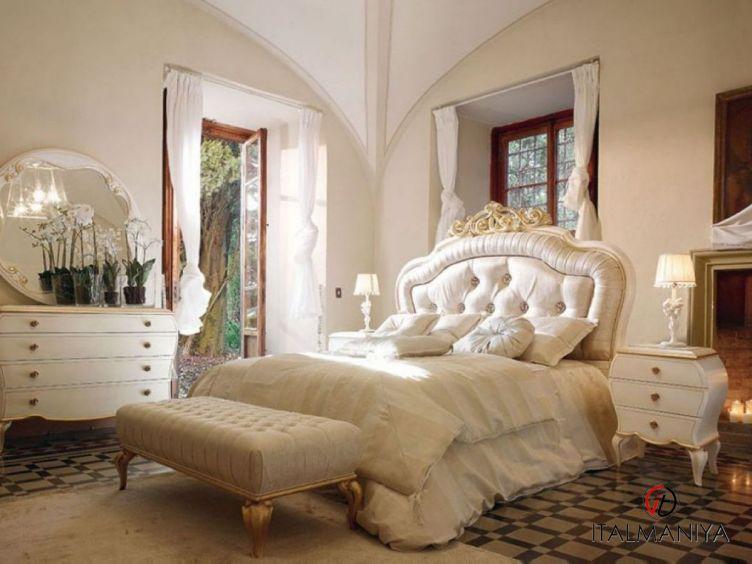 Фото 1 - Спальня Vittoria 47 фабрики Volpi (производство Италия) в классическом стиле из массива дерева