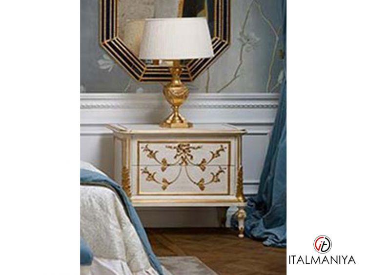 Фото 1 - Тумба прикроватная Prestige фабрики Roberto Giovannini (производство Италия) в классическом стиле из массива дерева