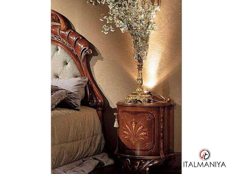 Фото 1 - Тумба прикроватная Margherita фабрики Citterio (производство Италия) в классическом стиле из массива дерева