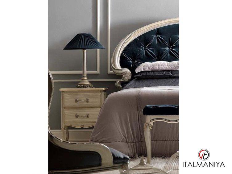Фото 1 - Тумба прикроватная Art 1797 фабрики Savio Firmino (производство Италия) в классическом стиле из массива дерева