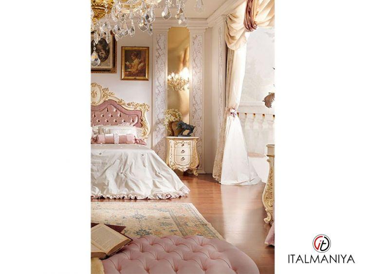 Фото 1 - Тумба прикроватная Firenze фабрики Barnini Oseo (производство Италия) в стиле барокко из массива дерева