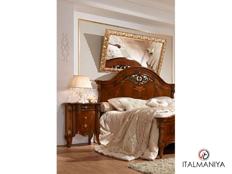 Фото 1 - Тумба прикроватная Prestige фабрики Barnini Oseo (производство Италия) в классическом стиле из массива дерева
