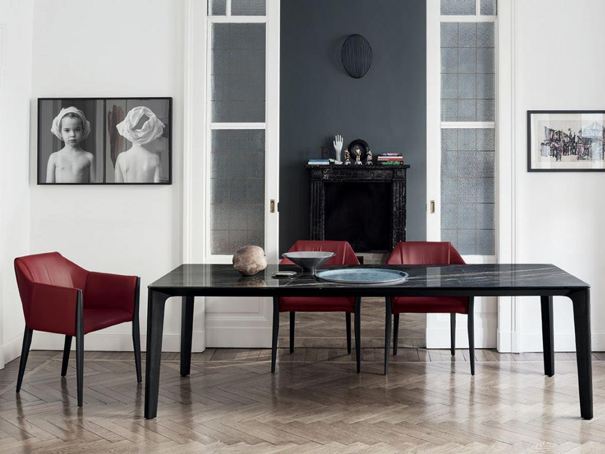 Фото 1 - Обеденный стол Versus фабрики Bontempi Casa из массива дуба угольного цвета и столешницей из супермрамора
